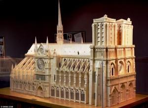 Nhà thờ Đức Bà làm từ… 298.000 que diêm cực ấn tượng